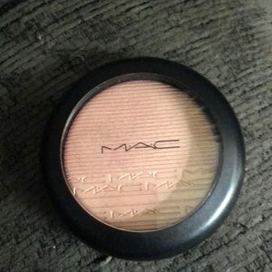 Mac Beaming Blush extra dimension skinfinish
